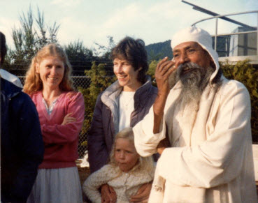 Mayana, Anuradha and Radhika waiting for the ferry with Babaji – 1984