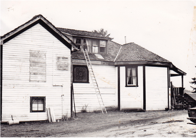 The house in 1981 (where the main entrance is now prior to the addition of the lobby).