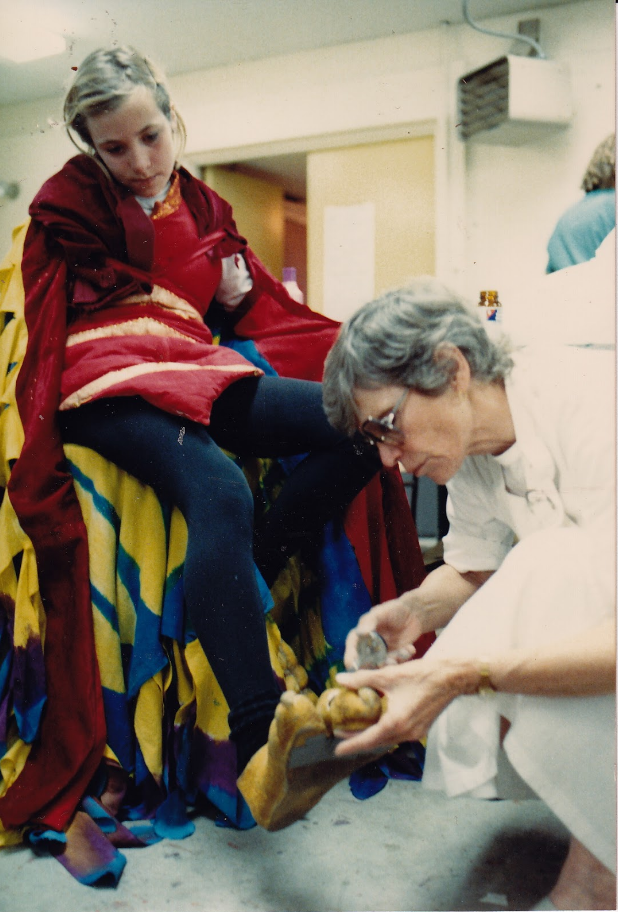 1989 Ma Renu fixing Jatayu's (played by Sunya) toes backstage.